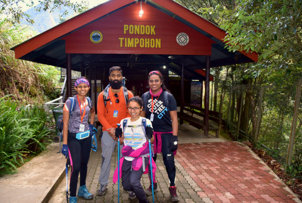 The start of the hike at Timpohon.
