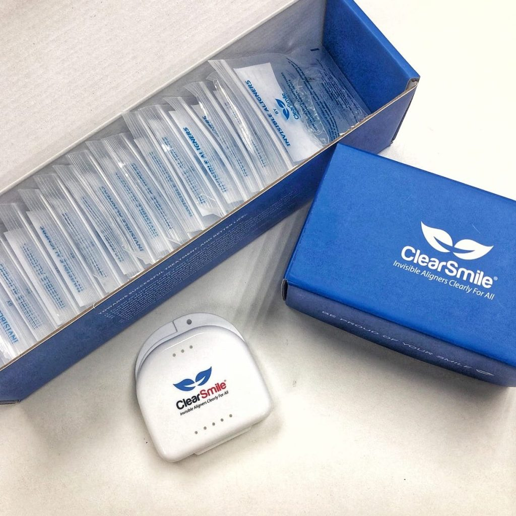 ClearSmile comes with a compact kit that is easy to store and use.