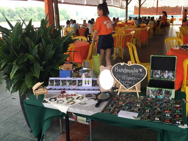Accessories stall at seafood restaurant. handmade accessories