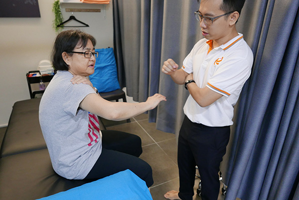 Manual physiotherapy: consultation at Relive Physio