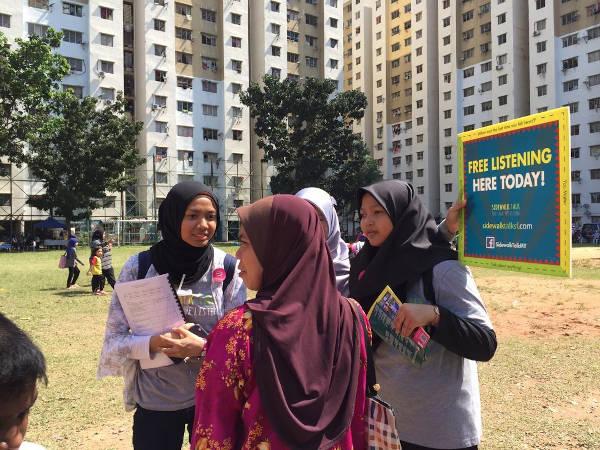 Sidewalk Talk volunteers promoting active listening.
