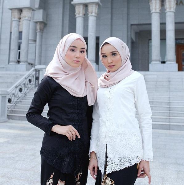 The Kebaya Encim wore by two beauties