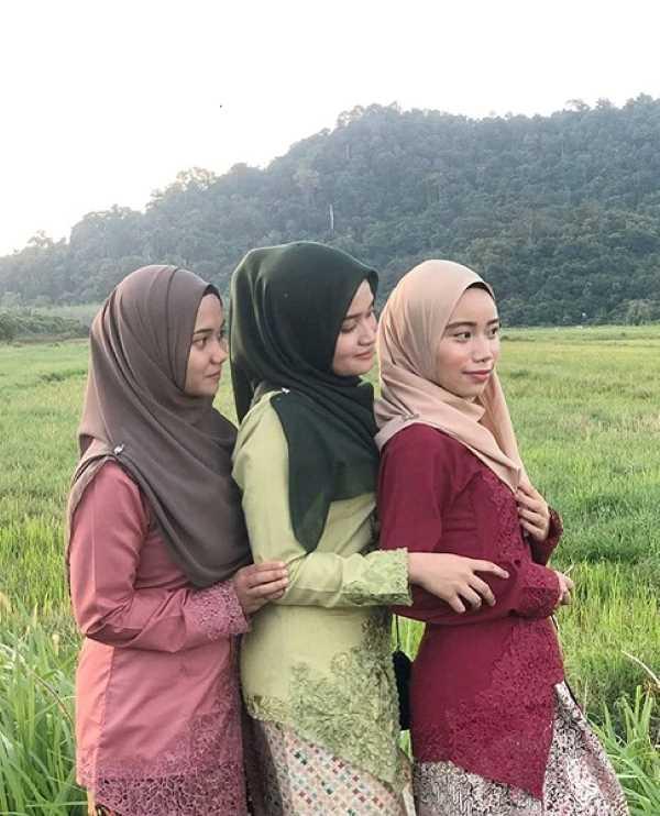 The beautiful Kebaya worn by three beauties. Source: ByHisDaisy