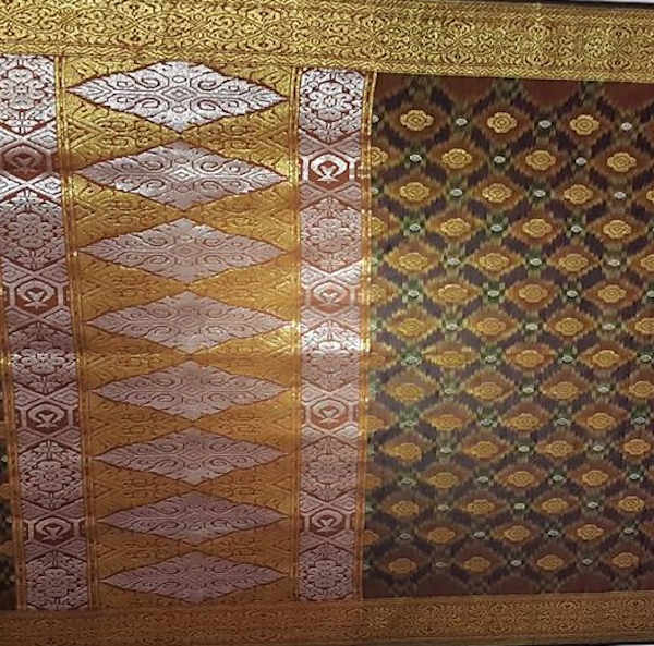 Full pattern mostly uses golden and silver thread.