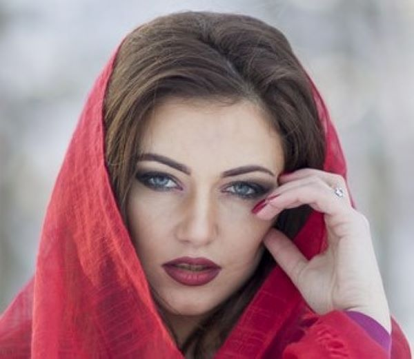 Woman with kohl on her eyes
