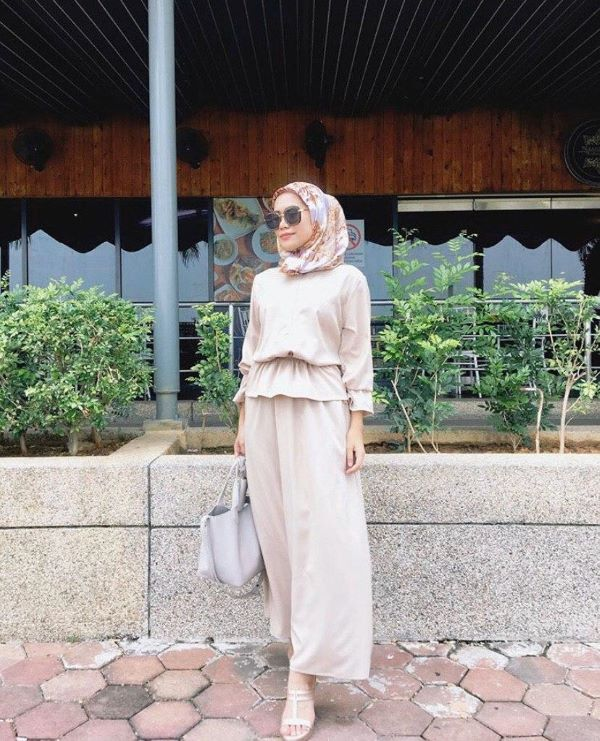 A simple yet chic kind of fashion style is being portrayed by the founder of Anasri HQ