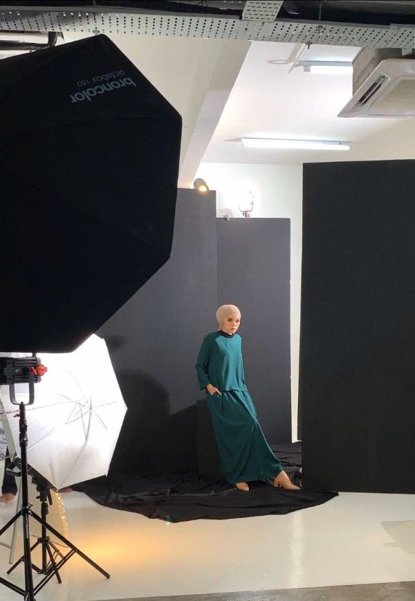 A model is shooting in one of Anasri HQ's latest collection.