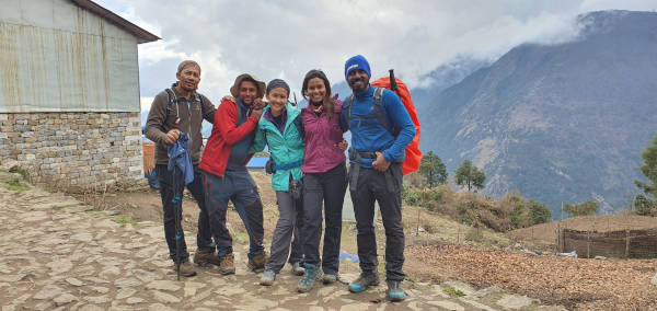 the 4 who trekked back to Lukla.