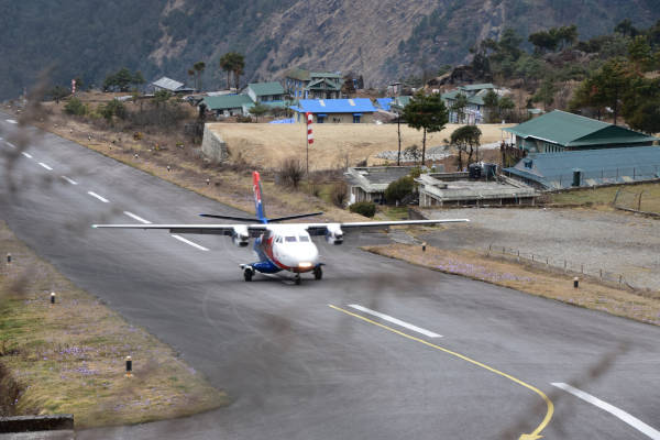 Propeller plane flying into Lukla