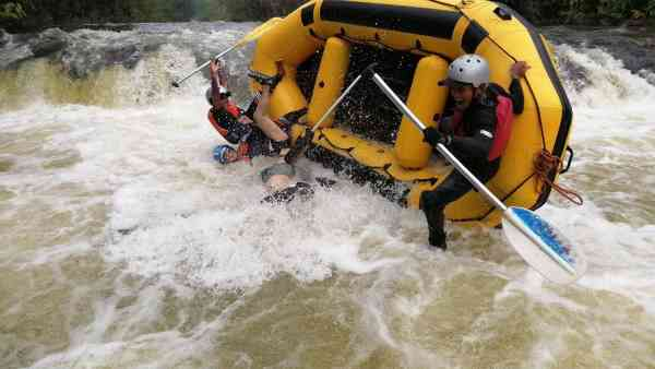 Guides capsizing the boat at the last rapid
