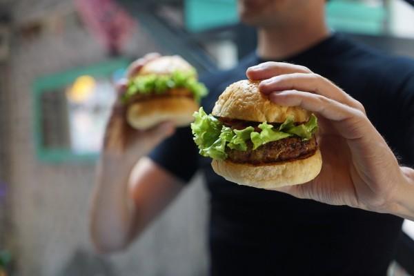 Eating mindfully ensures we eat healthier too.