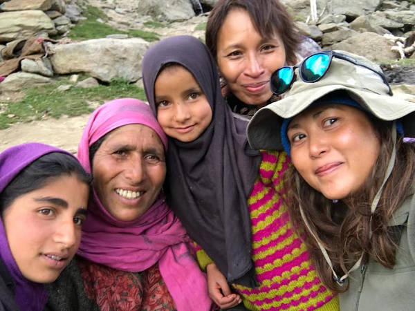 A photo opportunity with a Gujjar lady and her girls.