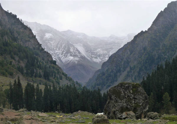The camp at Lidderwat with a view of Kolahoi Peak .