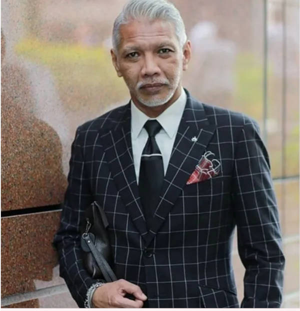 Bon Zainal Harun is an image consultant, menwear designer and a fashionprenuer that many refer to. Did we also mention that he is the President of Bumiputra Designer Association (BDA)?