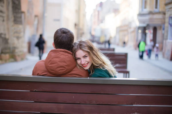 As dating etiquette needs to change with the times too, there are some dating etiquettes a modern-day gentleman should carry to keep their partner happy.
