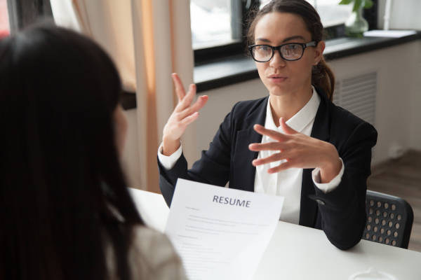 As a fresh graduate, one important skill that will help to make your career is knowing how to make a good first impression. Making a good first impression will grasp the attention of your future employers. Image by Yanalya from Freepik