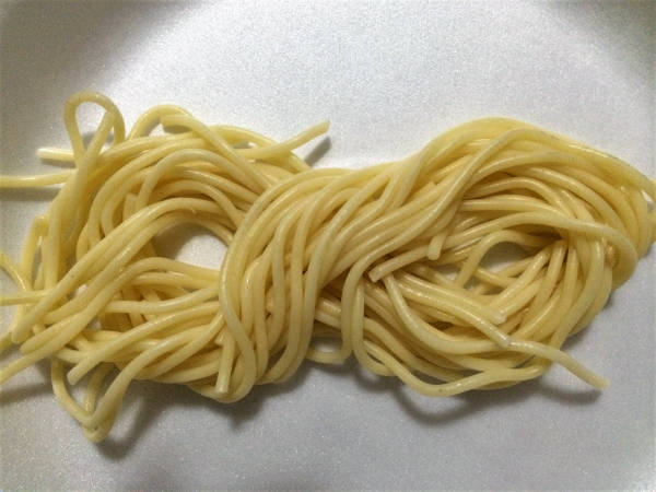 My attempt at shaping the spaghetti into a neat 'figure eight' portion.