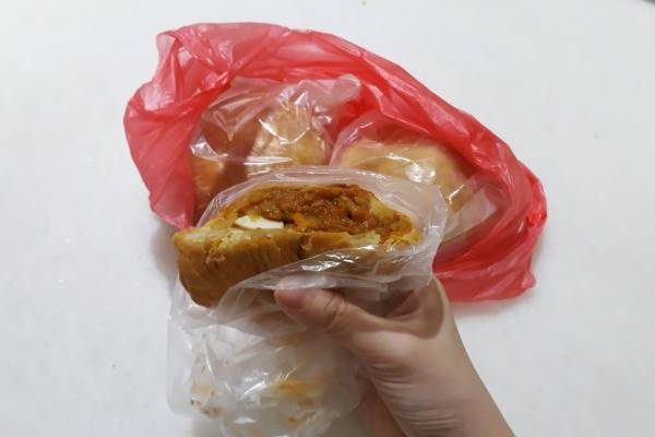 I usually buy curry puffs from the morning market near my house.