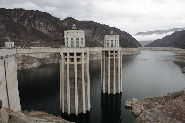 Hoover dam generates hydroelectric energy but also brings negative impact to the environment