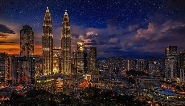 The skyline of Kuala Lumpur with the twin towers in sight.