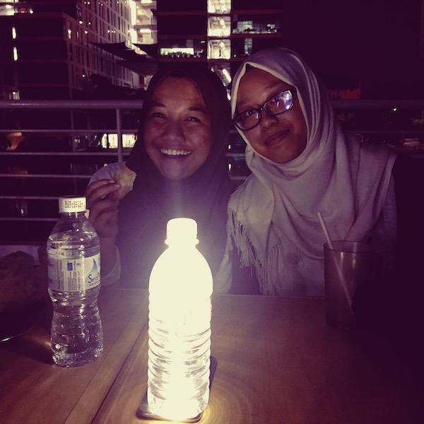 Third Culture kid: A photo of Atiqah and her friend Natasya, having supper at a mamak stall at Taylor's University.