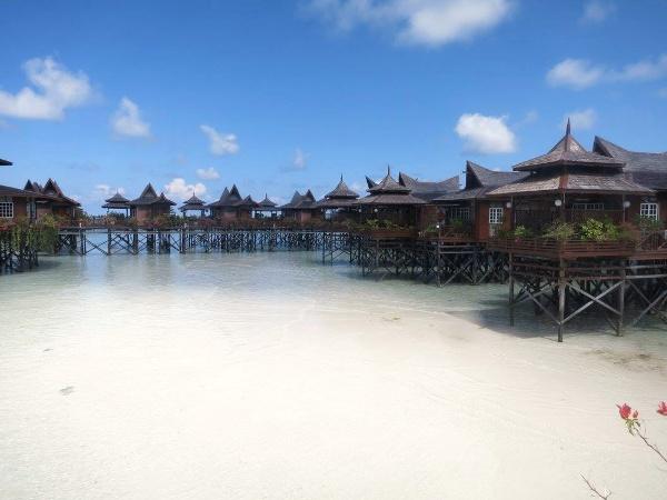 Kapalai Island Resort - water bungalows during low tide.