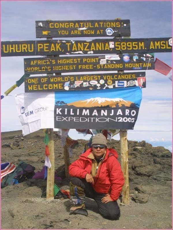 On Africa's highest point, Renée summitted Mount Kilimanjaro in her quest to raise cancer awareness.
