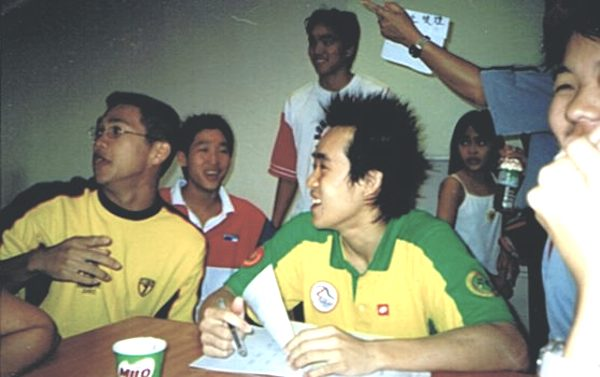 Kee Tzuen with other swimming athletes during the SUKMA Games 2002 held in Sabah.