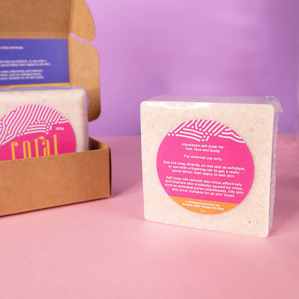 The Coral Himalayan Salt Soap comes with short instructions at the back of its packaging.